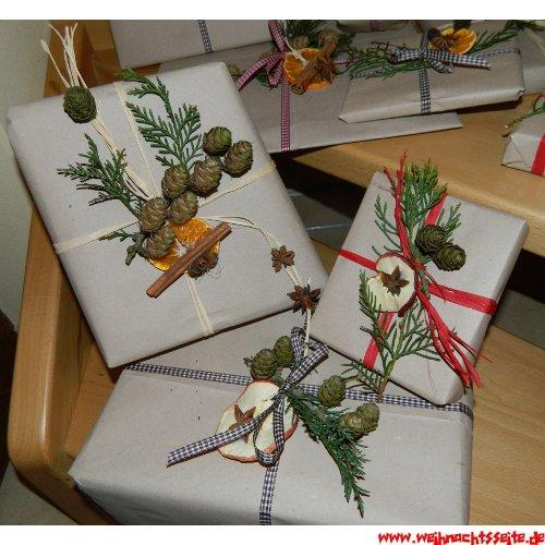 weihnachtsgeschenke verpacken anleitung mit bildern. Black Bedroom Furniture Sets. Home Design Ideas